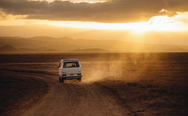 summer-road-trip-car-phone-mounts